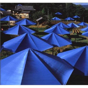 CHRISTO AND JEANNE-CLAUDE: THE UMBRELLAS: JAPAN-USA (SIGNERET LUKSUS UDGAVE)